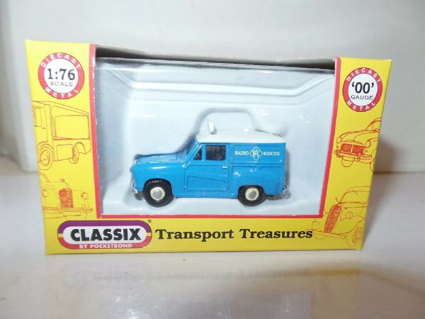 Classix EM76663 1/76 OO Scale Austin A35 Van RAC Radio Rescue Roof Sign